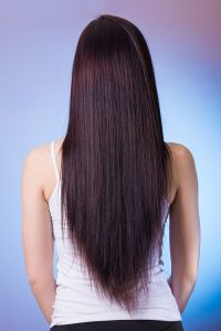 cara meluruskan rambut dengan minyak goreng